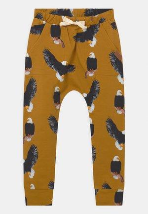 BAGGY MAJESTIC EAGLES UNISEX - Teplákové kalhoty - yellow