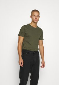 Jack & Jones PREMIUM - JPRBRODY TEE CREW NECK 5 PACK - Basic T-shirt - navy blazer/white/olive night/black/portroyale - 4
