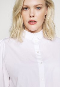 Selected Femme Curve - Button-down blouse - bright white - 3
