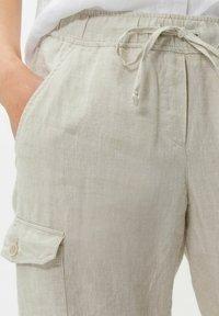 BRAX - STYLE MAREEN - Cargo trousers - light beige - 4