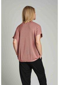 Nümph - NUDARLENE  - Basic T-shirt - ash rose - 2