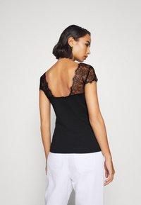 Anna Field Petite - Print T-shirt - black - 2