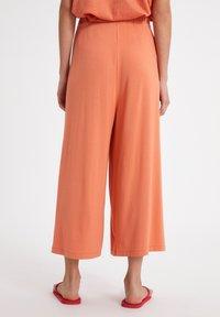 ARMEDANGELS - KAROLINAA - Trousers - burned mandarin - 2