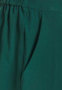 Cortefiel - BASIC SLIM TROUSERS WITH WAIST - Broek - green - 2