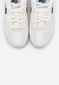 Nike Sportswear - AIR MAX 90 - Sneakersy niskie - sail/black/ghost - 5