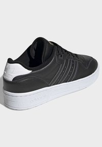 adidas Originals - RIVALRY LOW SHOES - Sneakers laag - black - 3