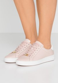 MICHAEL Michael Kors - IRVING LACE UP - Sneakers - soft pink - 0