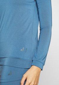 Curare Yogawear - Topper langermet - horizon blue - 4