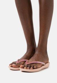 FitFlop - IQUSHION OMBRE SPARKLE  - T-bar sandals - beige - 0