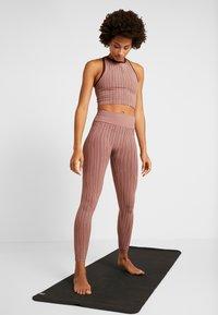 Casall - LINE - Legging - trigger pink - 1