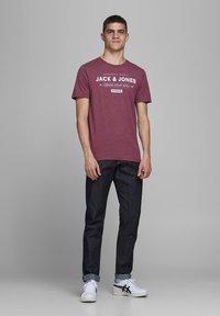 Jack & Jones - Print T-shirt - port royale - 1