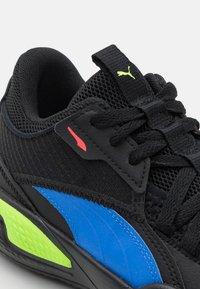 Puma - COURT RIDER POP JR UNISEX - Basketball shoes - black/bluemazing - 5