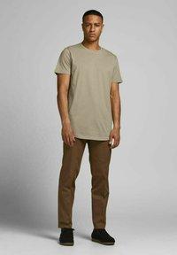 Jack & Jones - Basic T-shirt - crockery - 1