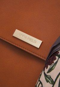 Anna Field - Handbag - cognac - 3