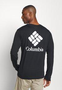 Columbia - MILLER VALLEY LONG SLEEVE GRAPHIC TEE - Funkční triko - black/white - 2
