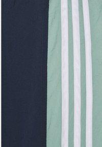 adidas Originals - LIGHTWEIGHT UNISEX - Pantaloni sportivi - hazy green/crew navy - 6