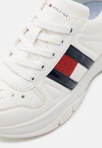 Tommy Hilfiger - Baskets basses - white - 5