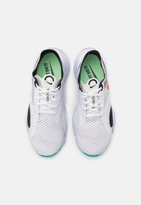 Nike Performance - SUPERREP GO - Zapatillas de entrenamiento - white/flash crimson/black/football grey - 3