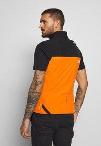 The North Face - MENS VARUNA VEST - Waistcoat - flame orange - 2