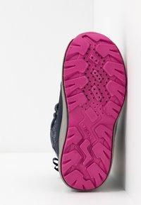 Geox - KURAY GIRL  - Zimní obuv - navy - 5