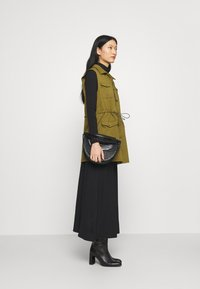 Anna Field - BASIC - Maxi A-line belted skirt - Maxi sukně - black - 3