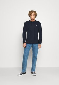 Tommy Jeans - ESSENTIAL CABLE SWEATER - Maglione - twilight navy - 1
