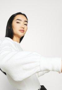 Gina Tricot - ASLI - Strikkegenser - warm white - 3