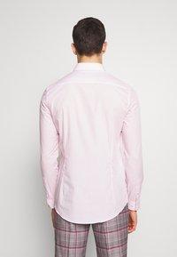 Burton Menswear London - 2 PACK - Formal shirt - pink - 2