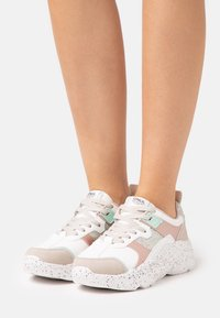 ONLY SHOES - ONLSANNA CHUNKY - Sneakersy niskie - white - 0