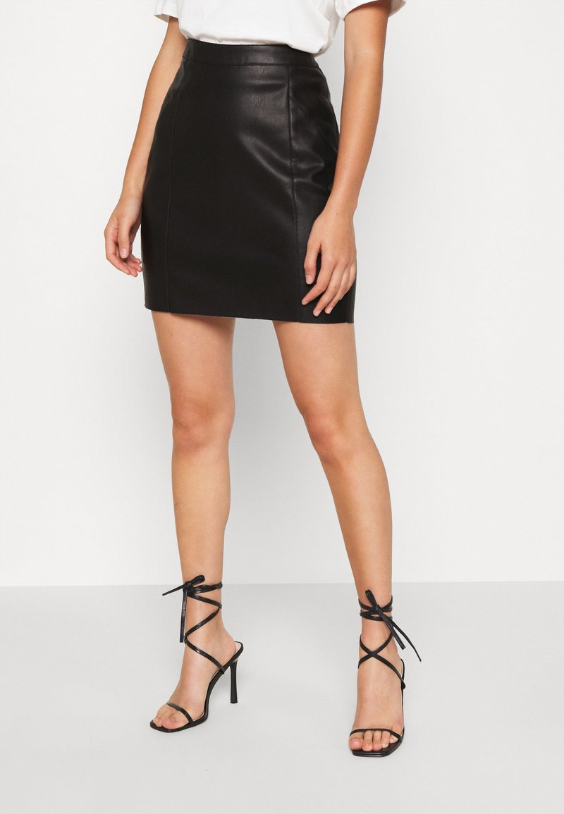 Vero Moda - VMNORARIO COATED SKIRT  - Spódnica ołówkowa  - black