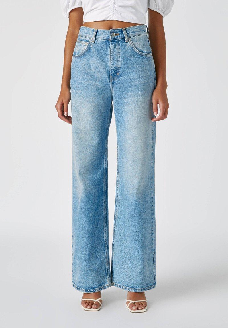 PULL&BEAR - FLARE-FIT - Široké džíny - blue