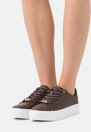 FLATFORM LACE UP MONO - Sneakersy niskie - brown
