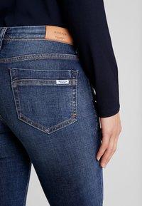 Marc O'Polo DENIM - ALVA SLIM - Slim fit jeans - dark crosshatch wash - 4
