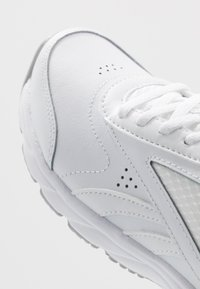 Reebok - WORK N CUSHION 4.0 - Vandresko - white/cold grey - 5