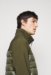 C.P. Company - OUTERWEAR MEDIUM JACKET - Lehká bunda - ivy green - 4