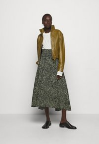 Proenza Schouler White Label - PRINTED TIE WAIST SKIRT - A-line skirt - black/spanish moss - 1