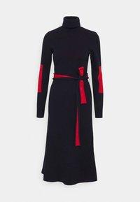 HIGH NECK MIDI DRESS - Strikket kjole - navy/bright red