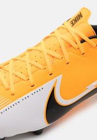 Nike Performance - MERCURIAL VAPOR 13 ACADEMY FG/MG - Botas de fútbol con tacos - laser orange/black/white - 5
