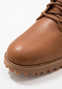 Timberland - JACKSON'S LANDING - Lace-up ankle boots - brown - 5