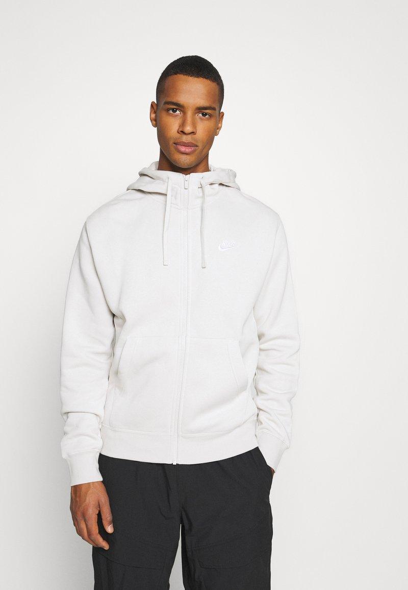 Nike Sportswear - CLUB HOODIE - Zip-up hoodie - light bone/white