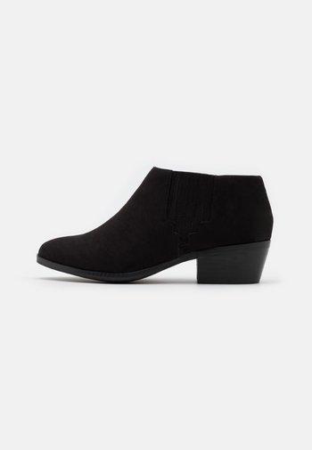 WIDE FIT LOW  - Ankelboots - black