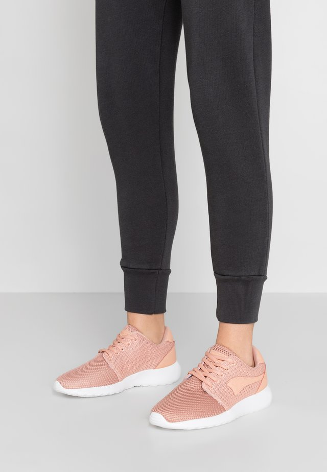 MUMPY - Sneakers laag - dusty rose