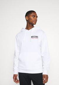 Moschino Underwear - HOODIE - Pyjamasoverdel - white - 0