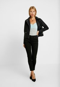 J.CREW PETITE - LOOKOUT HIGH RISE NEW - Jeans Skinny Fit - true black - 1