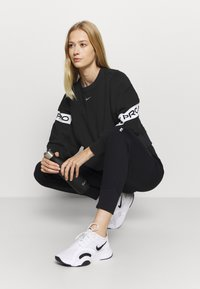 Nike Performance - GET FIT - Sudadera - black/white - 1