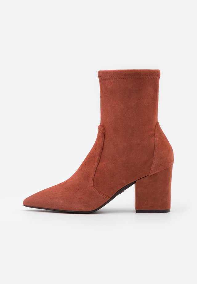 VERNELL - Classic ankle boots - cardamom