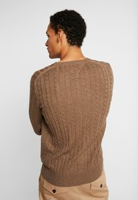 Tommy Hilfiger - CLASSIC CABLE CREW NECK - Stickad tröja - brown - 2
