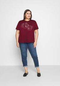 Even&Odd Curvy - Print T-shirt - bordeaux - 1