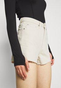 Weekday - ROWE  - Jeans Shorts - beige - 3