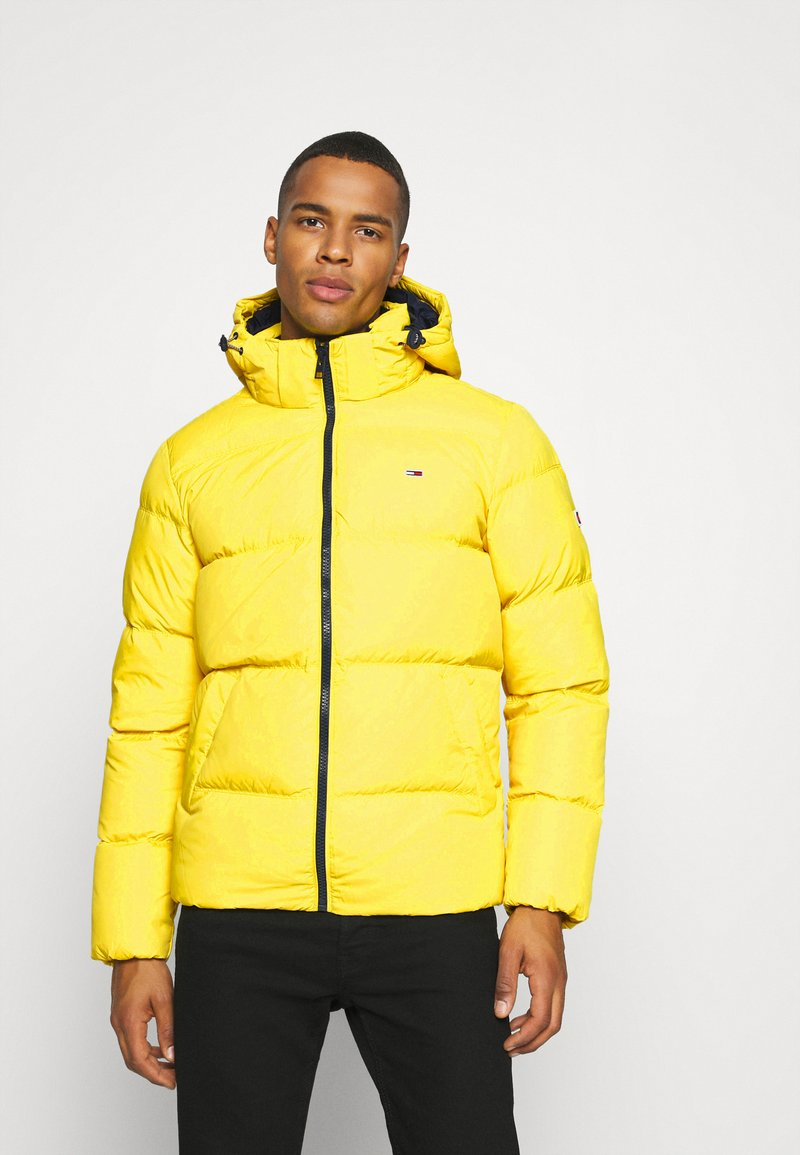 Tommy Jeans - TJM ESSENTIAL DOWN JACKET - Daunenjacke - valley yellow
